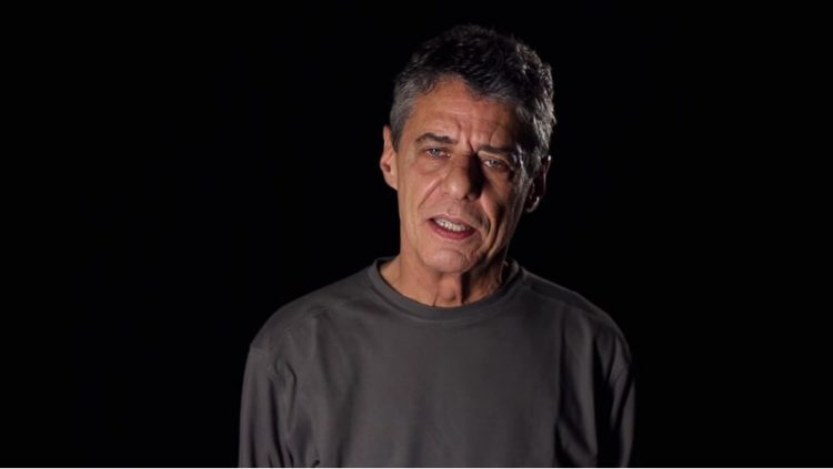 Chico Buarque recitando Drummond