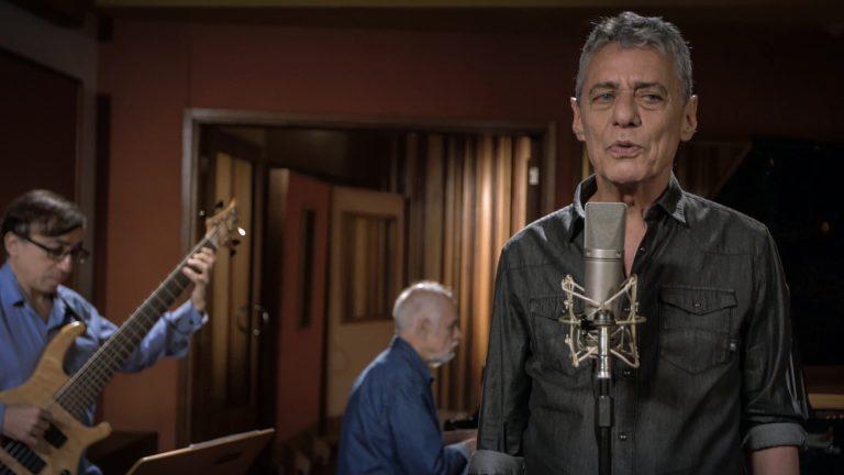 Você já ouviu a nova música de Chico Buarque?